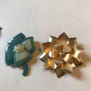 Jewelry - 2 vintage brooches.